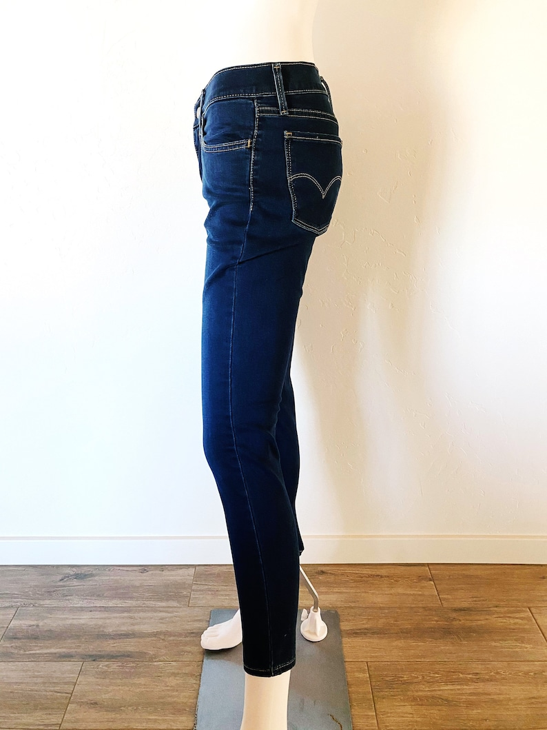 Levi/'s 710 Super Skinny Stretch MediumDark Wash Size 28W Inseam 27 Inch