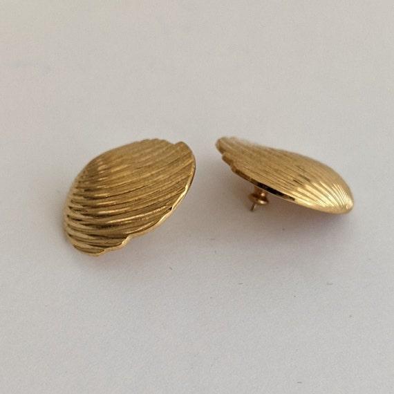 Vintage Monet Shell Stud Earrings Ornate Goldtone… - image 7