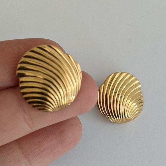 Vintage Monet Shell Stud Earrings Ornate Goldtone… - image 2