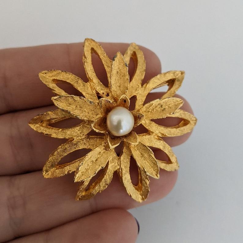 Vintage Brooch Brushed Goldtone Metal Faux Pearl  Floral Geometric Pattern Elegant