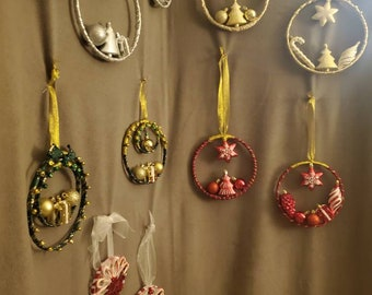 Holiday Series: Assorted Wreaths - Silver/White, Gold/White, Red/Gold, Green/Gold, and Candy Cane.