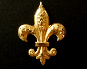 Made in the USA Antiqued Brass Vintage Design Small Fleur De Lis Connector Drop 6 pieces