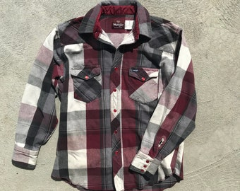 M/L Wrangler Pearl Snap Flannel - Western Flannel in Red White Black - Shirt Jacket Vintage 90s