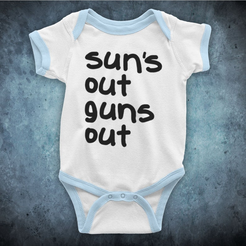 22 Jump Street Sun/'s Out Guns Out Weightlifting Comedy Film Unofficial Baby Grow