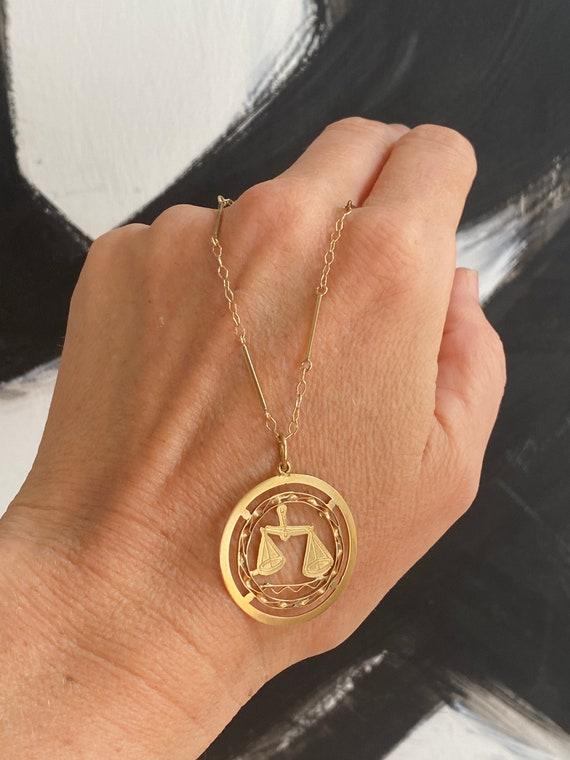 Gorgeous libra charm pendant in 18 karat gold