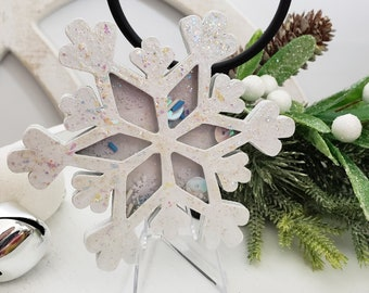 White Iridescent Snowflake Shaker with Clear Acrylic Stand for Winter Tiered Tray Decorations, Confetti Filled Decorative Snow Shaker Sign