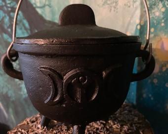Cast-cast three-moon cauldron
