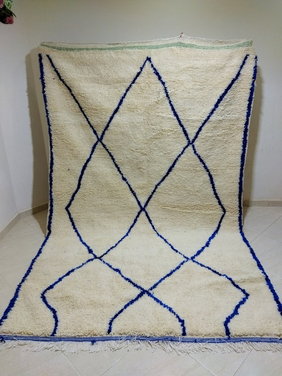 Moroccan traditional carpet, white with blue stripes, dimensions 300*192