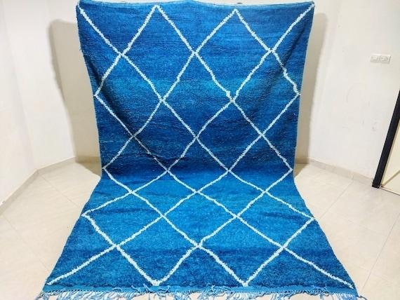 Beni ouarin carpet, Hand woven Moroccan carpet, dimensions 318/205 centimeters