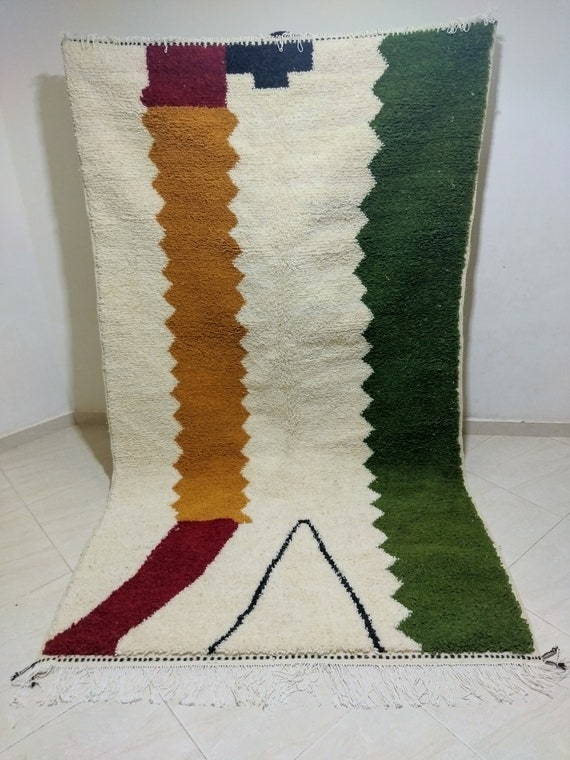 Traditional carpet with modern decoration، Dimensions 255*150