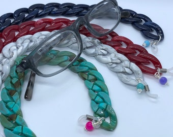 Lightweight glasses chain with colourful charm