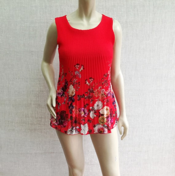 Vintage Corrugated flowery Red Sleeveless Blouse w