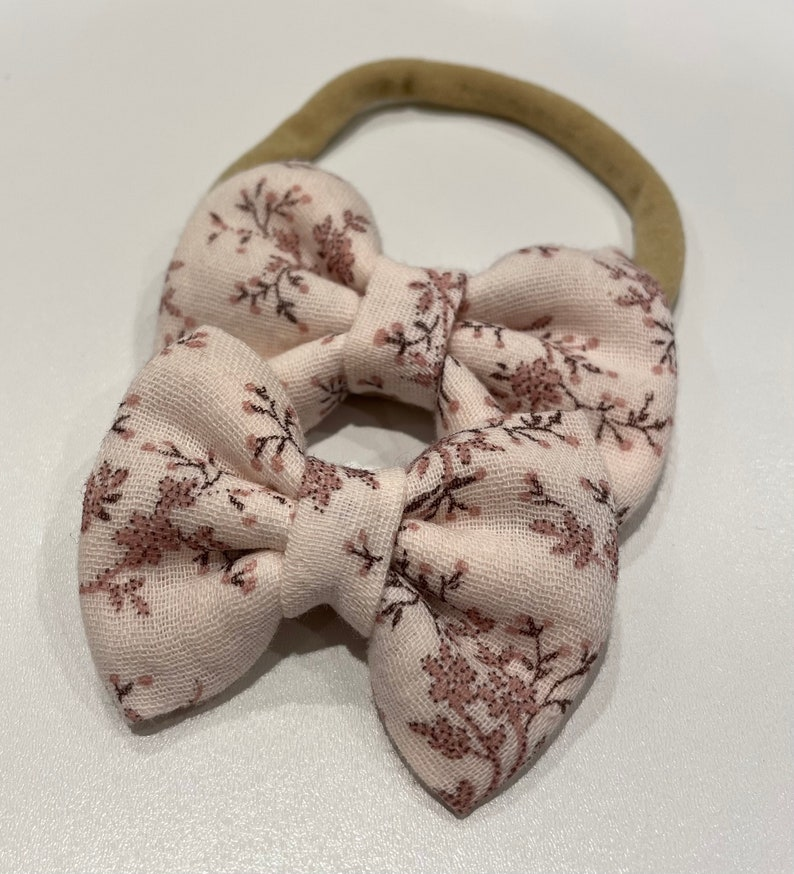 Nude foliage knot