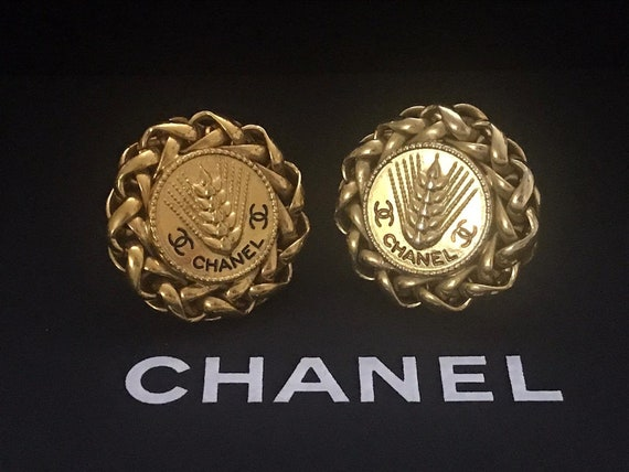 CHANEL Vintage Wheat Symbol Clip on Earrings 1980'