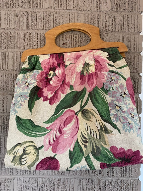 FLORAL BAG with wooden handles - online thrift sto