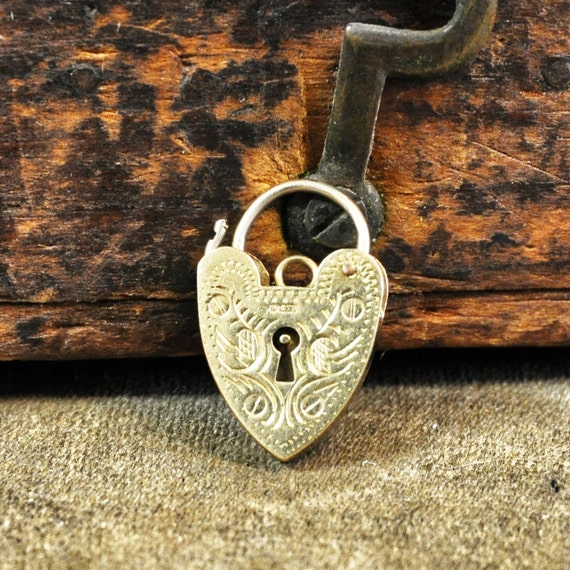 Vintage 9ct Patterned Heart Padlock Pendant