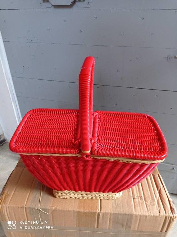 Vintage basket wicker scoubidous wicker. basketbal