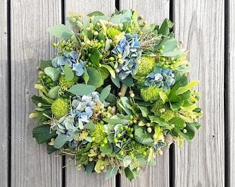Summer wreath - with summer linden, melia berries, green beard carnations, eucalyptus and hydrangeas, freshly tied by hand. 38 cm Ø