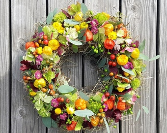 Late summer autumn wreath - with rose hips, melia berries, physalis and hydrangeas - freshly tied by hand. 45 cm Ø