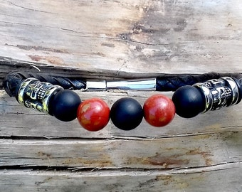 Stone bracelet with leather and skulls