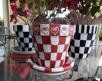 Hearts Painted Terra Cotta Flower Pot, Painted Planter, 6inch Checkered Flower Pot, Outdoor/Indoor Decor, Bespoke, Hand Painted, Valentine