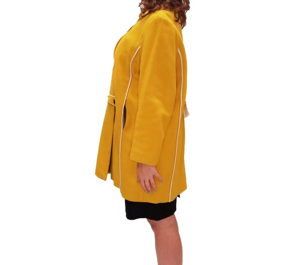 Vintage 1960s Yellow Duffle Coat with Floral Lini… - image 3