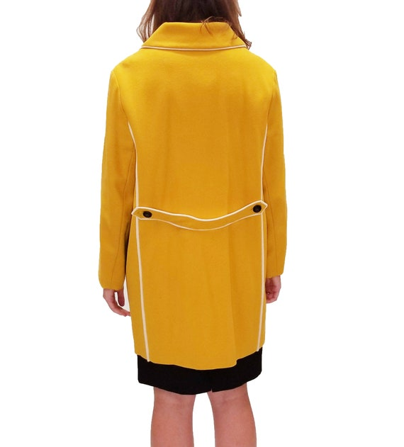 Vintage 1960s Yellow Duffle Coat with Floral Lini… - image 4