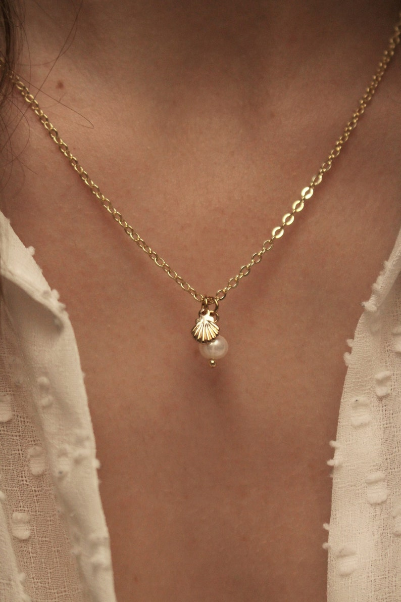 Fine gold necklace Golden shell pendant and natural mother-of-pearl pearl Stainless steel chain Gift for her