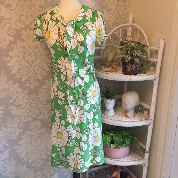 1970's Lime Green and Large Daisy Dress with Neckt