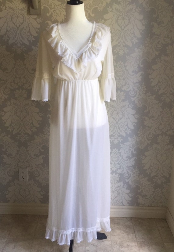 Vintage 1970's ruffled nightgown