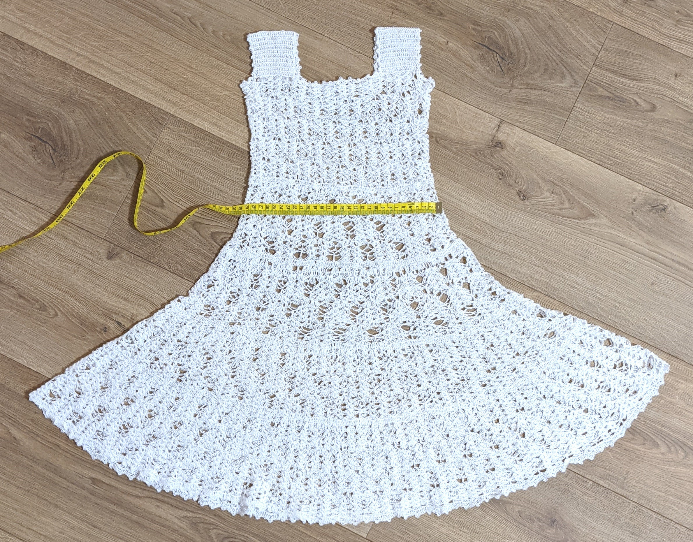 alle weißen häkeln kleid für ein 34 jahre altes mädchen