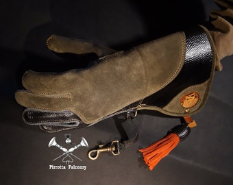 Falconry glove - Leather falconry glove - Falconry accessories - Medieval reenactment - Falconer gift - Made in Italy