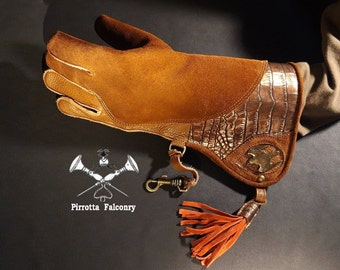 Falconry glove - Sculpture glove - Leather falconry glove - Falconry accessories - Falconry gift - Medieval - Made in Italy