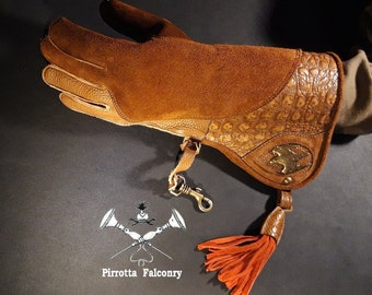 Falconry glove - Sculpture glove - Leather falconry glove - Medieval glove - Falconry accessories - Falconry gift-Made in Italy