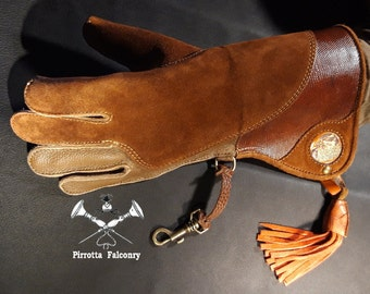 Falconry glove - Leather falconry glove - Falconry equipment - Historical reenactments - Medieval -Handmade in Italy