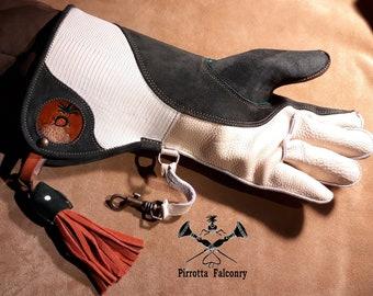 Falconry glove - Leather falconry glove - Falconry equipment - Historical reenactments - Medieval -Handmade in Italy