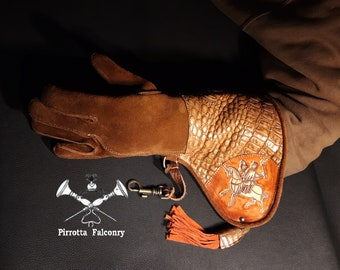 Falconry glove - Woman glove - Leather falconry glove - Falconry gift - Medieval - Handmade in Italy