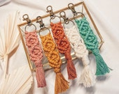 Macramé keychain 18 cm, with carabiner hook, in pastel colors, boho style, gift, pendant macrame