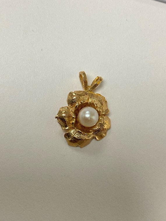 Vintage Pearl Flower Pendant