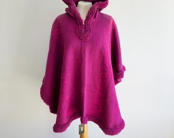 Jacket Women/'s Handwoven in South America llama Original Fucsia Poncho hooded Fair trade cape wool Perfect Gift coat