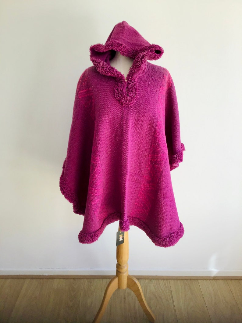 Women/'s Original Fucsia Poncho wool hooded llama coat Fair trade Handwoven in South America Jacket cape Perfect Gift