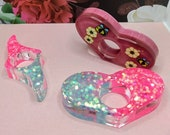 Pink/Blue Glitter or Bee Thumb Page Resin Holder