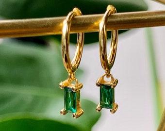 Gold huggie earrings black stone onyx and green emerald hoops. green earrings, emerald green gift for her, gold earrings, emerald huggies
