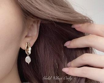 Drops of Ocean Pearl Dangle Gold Earrings
