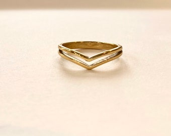 Very Volts Chevron Gold Ring