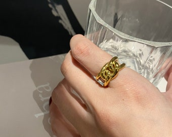 It's a Chain Reaction Gold Chain Ring