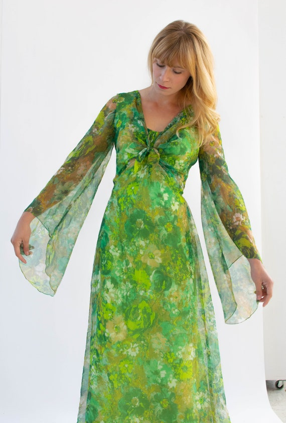 60's/70's Vintage Green Floral Hostess Dress With