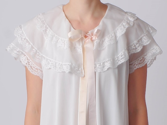 White Peignoir With Ruffled Lace Collar and Pink B