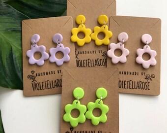 Flower power stud earrings// women's earrings//flower earrings//polymer clay earrings//60s//60s earrings//clay earring//Mary quant