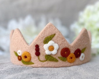 Boho chic flower crown for girl, autumn birthday outfit for 1 year old girl, 1st birthday present, baby crown inspired by Scandinavian art